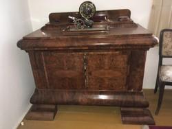 3 db, az 1920-30-as évek környékén készült  bútor