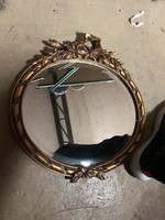 Kis méretű tükör faragott keretben
