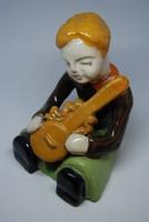 Art deco kerámia (CSABA): Fiú gitárral