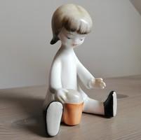 Hollóházi art deco porcelán figura, homokozó kislány