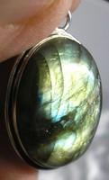 925 ezüst medál, laradorittal