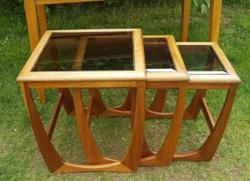 Retró egymásba tolható asztalok, Nest of tables