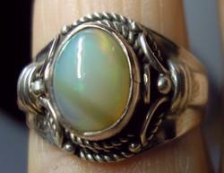 925 ezüst gyűrű 19/59,7 mm, Zöldessárga etióp opál kővel