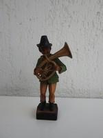 Kürtön játszó zenész - zenész figura