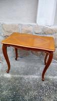 Neobarokk stílusú asztal, faragott díszekkel