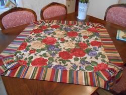 Különlegesen szép  asztalterítő 95x95 cm