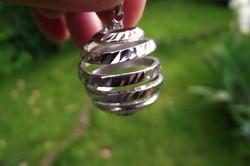 Mutatós ezüst gömb medál
