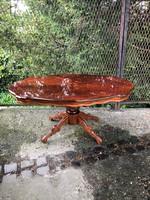 Intarziás neobarokk stílusú dohányzó asztal,díszes lábon álló