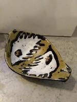 Gorka Lívia tálka stilizált halakkal