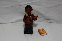 Kerámia gitározó szerecsen  figura
