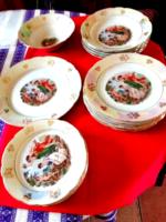 Kahla  jelelenetes, irizáló tányér készlet, étkészlet vitrinben tartott