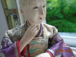 Hagyományos kézzel készült japán férfi baba