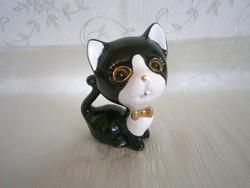 Tündéri fekete-fehér porcelán cica arany masnival