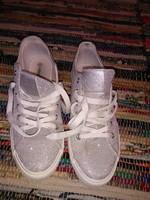 bc42883e8908 Csillogó ezüst fűzős cipő vászoncipő gumitalpú alkalomra hordott, új, 41-es  méret ...
