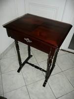 Antik ónémet varróasztalka teljesen stabil állapotban a századforduló időszakából
