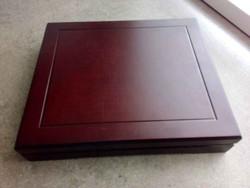 Mahagóni színű fa érmetartó doboz (id9639)