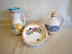 3 db kézzel festett Habán kerámia: korsó, kancsó-váza, hamutál-hamutartó