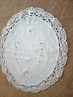 Hímzett terítő, vékony pamutból, csipke szegéllyel, 30 x 20 cm