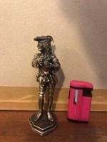 Zenélő kisinas ezüst szobor