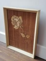 Intarzia rózsa retro kép egyszerű fehér keretben, üvegezve