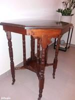 Viktória korabeli mahagóni kávézóasztal