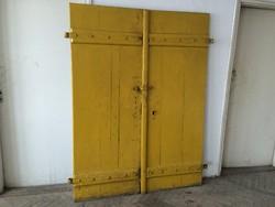 Régi vintage fa pinceajtó kétszárnyas pince ajtó