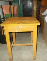 Fiókos kicsi asztalka