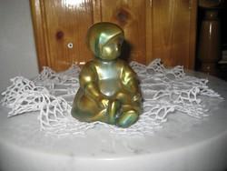 Zsolnay , Annuska , eozin kislány 7 x 8  cm , lábfej javítva ,mint a képen