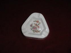 Hollóházi porcelán hamutálca, háromszög alakú, madaras mintával.