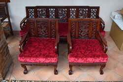 Szépen faragott keleti székek, darabonként eladók.