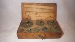 Réz súly készlet fa dobozban