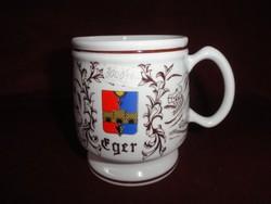 Hollóházi porcelán söröskorsó, Eger felirattal, 11 cm magas.
