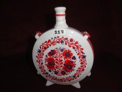 Hollóházi porcelán, kulacs, kék/piros motívummal, átmérője 14,5 cm.