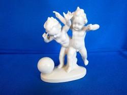 Sitzendorfi porcelán labdázó puttó gyerekek