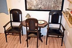 3 személyes, antik bútor, több mint 100 éves, bőr karosszékek, ónémet asztalkával,támlásszékel eladó