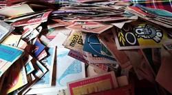 Rengeteg gyufacímke dobozban