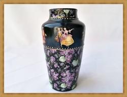 Rokokó jelenet és ibolya mintás porcelán váza