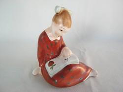 Bodrogkeresztúri kerámia olvasó kislány
