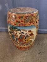 Kínai-keleti porcelán motívumos hokedli-ülő