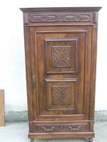 Reneszánsz faragott szekrény