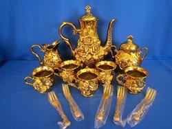 Régi aranyozott domború rózsa mintás porcelán teás készlet ajándék arany színű kanál és sütis villák