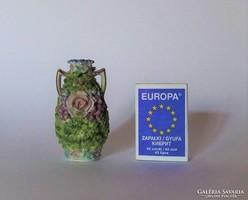 Régi, antik, mini, miniatűr virágokkal díszített drezdai porcelán váza