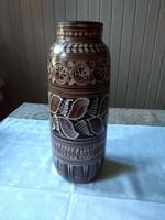 Agyagmázas hódmezővásárhelyi váza, Mónus Ilona terve