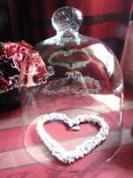 Szépséges régi üvegbúra, üvegharang + gyöngyös szív dísz ajándék