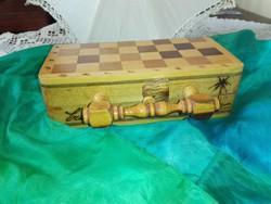 Kézzel készített. fa sakk tábla és figurák....fa korongok.