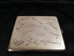 Kuriózum!Mindenki neve belegravírozva!900-as ezüst dozni!