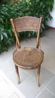 Antik ős régi szék nyomott mintával a hát és ülőlapban