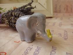 Nagyon ritka kerámia elefánt orrmányán madárral