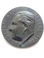 Tóth Gyula plakett