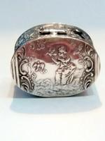 Antik ezüst szelence figurális díszítéssel